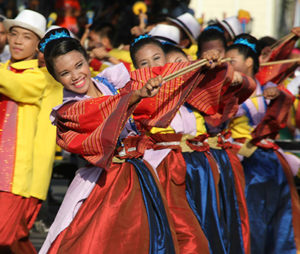 Children performing at Viva Vigan! Festival of the Arts (Photo: Cuidad Fernandina)
